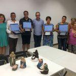 El concejal de Cultura Francisco Ruiz junto con los premiados del Concurso de Belenes 2015