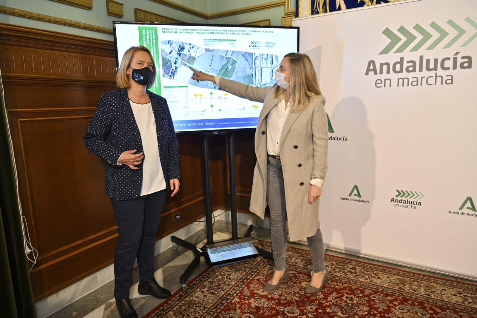 La alcaldesa de Motril junto a la consejera de Fomento durante la presentación del proyecto.